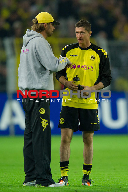 05.11.2011, Signal Iduna Park, Dortmund, GER, 1. FBL, Borussia Dortmund vs. VfL Wolfsburg, im Bild Juergen / Jürgen Klopp (Trainer Dortmund), Robert Lewandowski (#9 Dortmund) // during Borussia Dortmund vs. VfL Wolfsburg at Signal Iduna Park, Dortmund, GER, 2011-11-05. Foto © nph / Kurth *** Local Caption ***
