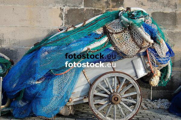 Coaching with fishing nets in the harbour of Cala Rajada<br /> <br /> Carrito con redes de pesca en el puerto de Cala Rajada (cast. Cala Ratjada)<br /> <br /> Karren mit Fischernetzen im Hafen von Cala Rajada<br /> <br /> 3008 x 2000 px<br /> 150 dpi: 50,94 x 33,87 cm<br /> 300 dpi: 25,47 x 16,93 cm