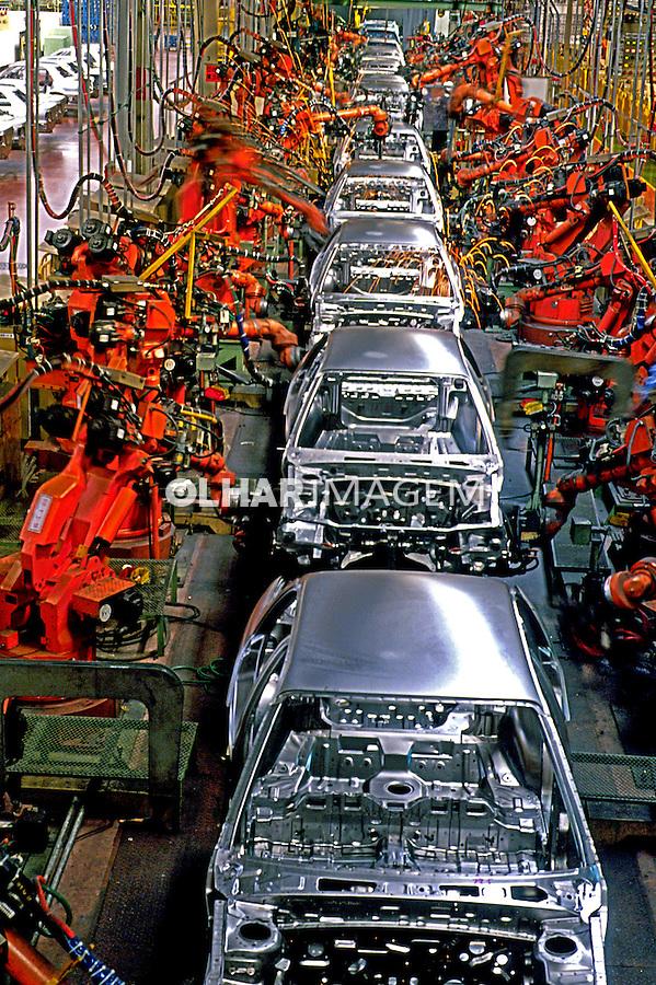 Robôs em linha de produção na fábrica Hyundai. Coréia do Sul. 1999. Foto de Ricardo Azoury.