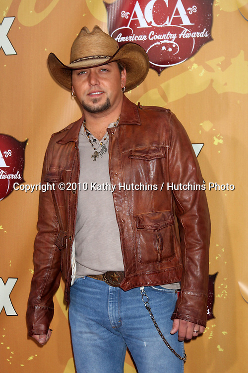 LOS ANGELES - DEC 6:  Jason Aldean arrives at the 2010 American Country Awards at MGM Grand Garden Arena on December 6, 2010 in Las Vegas, NV.