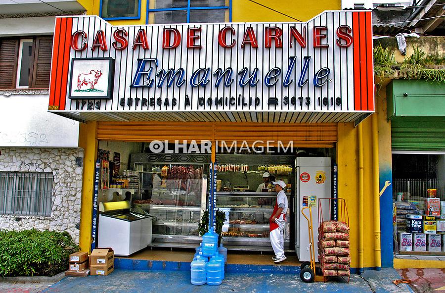 Fachada de açougue, bairro Perdizes, São Paulo. 2004. Foto de Juca Martins.