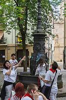 Espagne, Navarre, Pampelune: Fêtes de San Fermín , Plazuela de San José  //  Spain, Navarre, Pamplona: Festival of San Fermín, Plazuela   San José, square