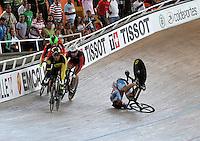 CALI - COLOMBIA - 17-01-2015: Sergiy Omelchenko (Der.) de Azerbayan, sufrió caída en la prueba del Keirin en el Velodromo Alcides Nieto Patiño, sede de la III Copa Mundo UCI de Pista de Cali 2014-2015  / Sergiy Omelchenko (R) of Azerbaijan, falls into the race of Keirin in the Alcides Nieto Patiño Velodrome, home of the III Cali Track World Cup 2014-2015 UCI. Photos: VizzorImage / Luis Ramirez / Staff.