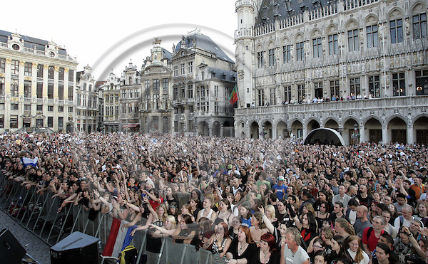 BRUSSELS - BELGIUM - 01 JULY 2006 -- The Grand Place was filled with audience during the concert of Finnish rock bands MELROSE and APOCALYPTICA, who set Brussels under vibrations, to mark the start of the Finnish EU-Presidency.-- PHOTO: JUHA ROININEN / EUP-IMAGES