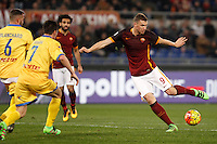 Calcio, Serie A: Roma vs Frosinone. Roma, stadio Olimpico, 30 gennaio 2016.<br /> Roma&rsquo;s Edin Dzeko, right, kicks the ball during the Italian Serie A football match between Roma and Frosinone at Rome's Olympic stadium, 30 January 2016.<br /> UPDATE IMAGES PRESS/Isabella Bonotto