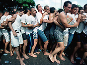 Promesseiros levam a corda, com cerca de 800 mts, que fica atrelada a berlinda durante a prociss&atilde;o do C&iacute;rio de Nossa Senhora de Nazar&eacute;. Com cerca de 1.500.000 de pessoas, &eacute; considerada uma das maiores prociss&otilde;es religiosas do planeta.<br />Bel&eacute;m-Par&aacute;-Brasil<br />&copy;Foto:L&iacute;lia Tandaya/Interfoto<br />08/10/00