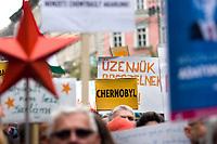 UNGARN, 22.04.2017, Budapest - VI. Bezirk. Die Spasspartei MKKP, &quot;Partei der doppelschwaenzigen Hunde&quot;, ruft zum Satire-Protest gegen die von der Fidesz-Regierung betriebene Putinisierung Ungarns. Es wird eine unerwartete Grossdemonstration mit tausenden Teilnehmern. -Das neue AKW Paks 2, das von den Russen errichtet werden soll, ruft schoene Erinnerungen an Tschernobyl 1986 hervor. | The MKKP funparty &quot;Two-tailed dog party&quot; calls for satiric protest against the Fidesz government's putinization of Hungary. The event turns into a large demonstration with thousands of participants. -Paks 2, the new NPP planned to be constructed by the Russians, evokes nice memories of Chernobyl 1986.<br /> &copy; Martin Fejer/EST&amp;OST