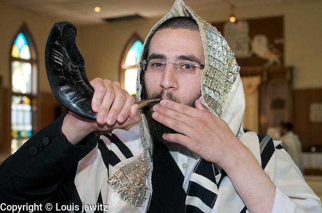jewish Judaism  blowing of Shofars @ Rosh Hashanah high holy days   woodbourne n.y.