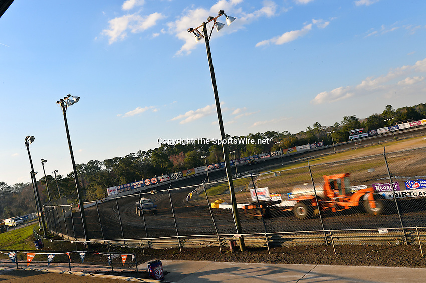 Feb 20, 2014; 5:09:22 PM;  Barberville, FL, USA;  World of Outlaws Late Model Series for 43rd Annual DIRTcar Nationals presented by Summit Racing Equipment at Volusia Speedway Park.  Mandatory Credit: (thesportswire.net)