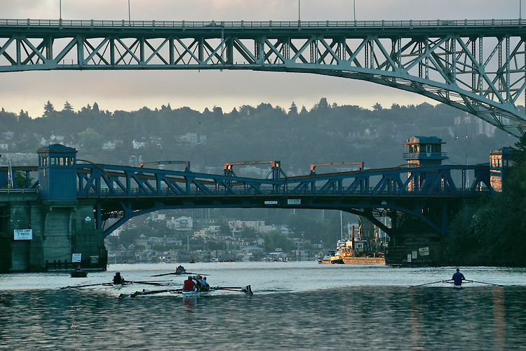 Seattle, bridges, rowers, Lake Washington Ship Canal, Fremont bridge, Aurora Bridge (upper), early morning rowers workout, Lake Union, Seattle, Washington State, Pacific Northwest,.