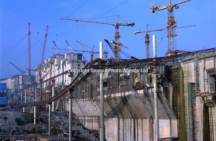 Workers at the Three Gorges Dam site in Hubei, China. The flood control & hydro-electric project on the Yangtze River is the world largest construction site..29-JUN-01