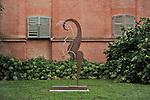 Nel parco della Reggia di Racconigi esposizione di Scultura internazionale. Scultura di Franco Batacchi