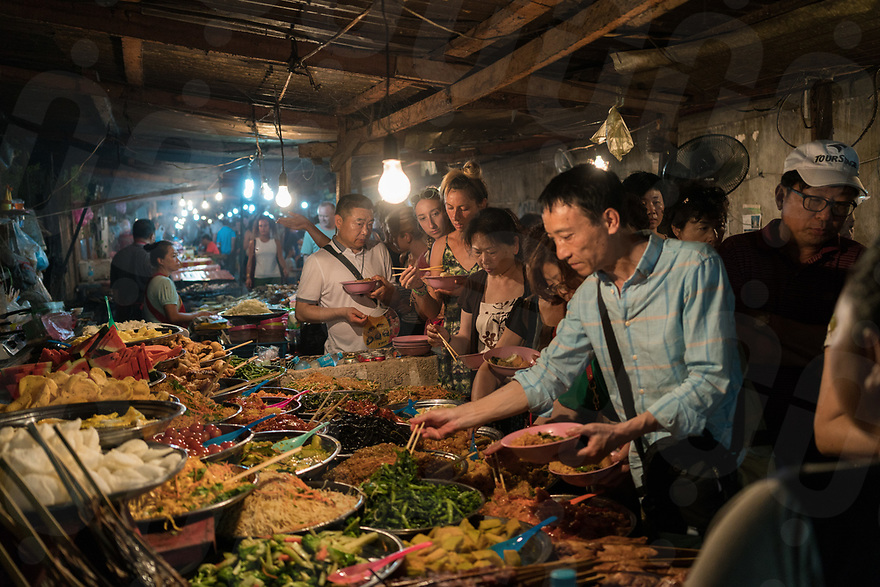 May 07, 2017 - Luang Prabang (Laos). Street food scene in central Luang Prabang. © Thomas Cristofoletti / Ruom