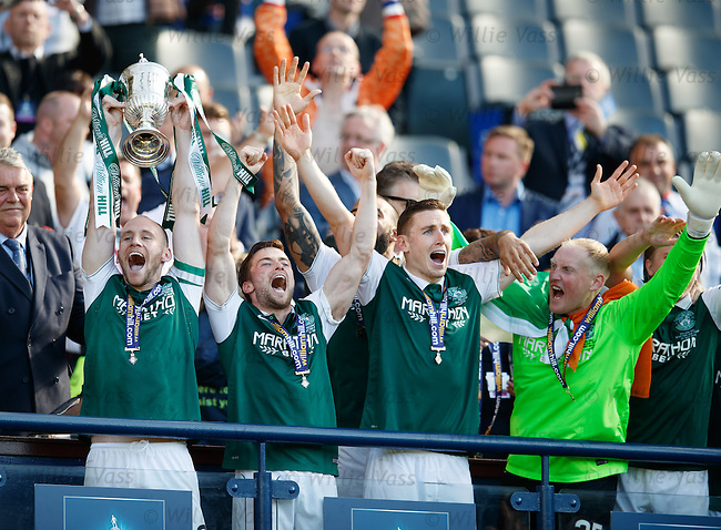 David Gray lifts the Scottish Cup for Hibs
