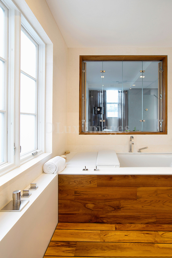 wooden bathtub stand