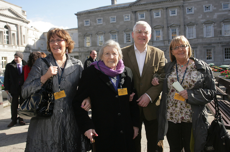 09/03/2011.Socialist Td joe Higgns with sister Terry Fitzgerald, mother Ellen & sister Mary Lee.during the 1st day of the 31st Dail.at Leinster House,  Dublin..Photo: Gareth Chaney Collins