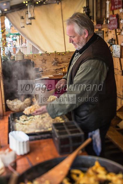 Europe/Allemagne/Bade-Würrtemberg/Forêt Noire/Env de Karlsruhe/Durlach: Marché de Noël médiéval _ Stand de restauration régionale   AUTO N: 2012-427