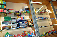 Negozio di cartoleria. Stationery store....