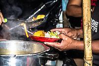 SÃO PAULO, SP, 20.02.2017 - MTST-SP<br /> Jantar dos Integrantes do Movimento dos Trabalhadores Sem Teto (MTST) acampados na Avenida Paulista, esquina com a Rua Augusta (Foto: Danilo Fernandes/Brazil Photo Press)