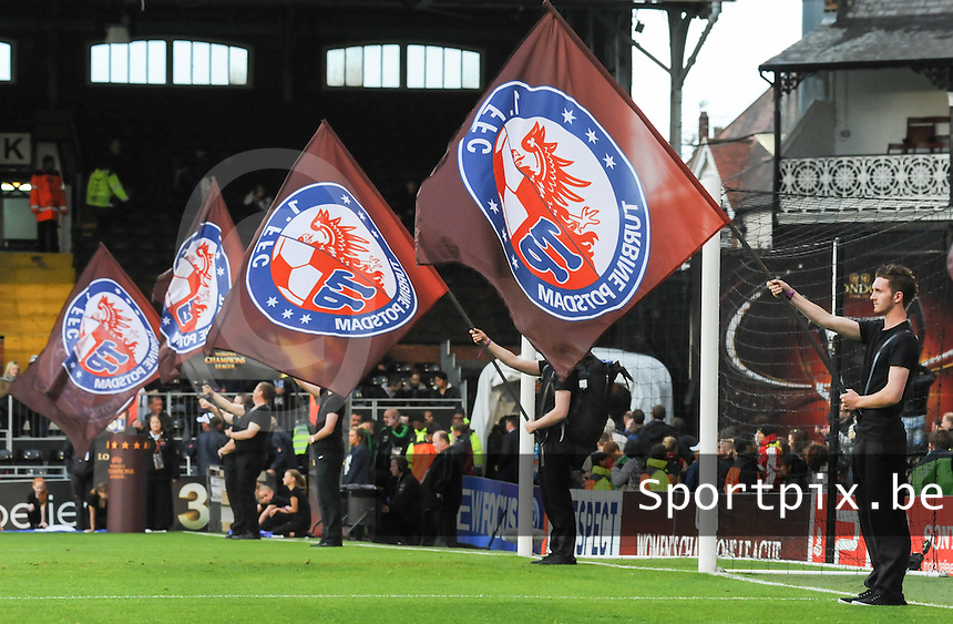 Uefa Women 's Champions League Final 2011 at Craven Cottage Fulham - London : Olympique Lyon - Turbine Potsdam : Turbine potsdam vlag flag..foto DAVID CATRY / JOKE VUYLSTEKE / Vrouwenteam.be.