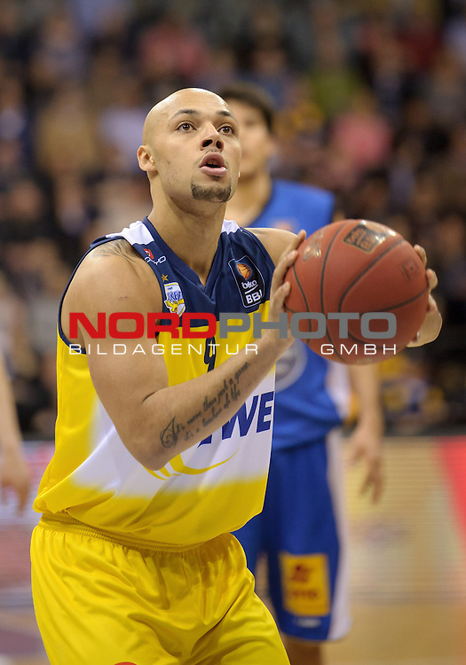 25.02.2015, EWE Arena, Oldenburg, GER, BBL, EWE Baskets Oldenburg vs Mitteldeutscher BC, im Bild Maurice Stuckey (Oldenburg #9)<br /> <br /> Foto &copy; nordphoto / Frisch
