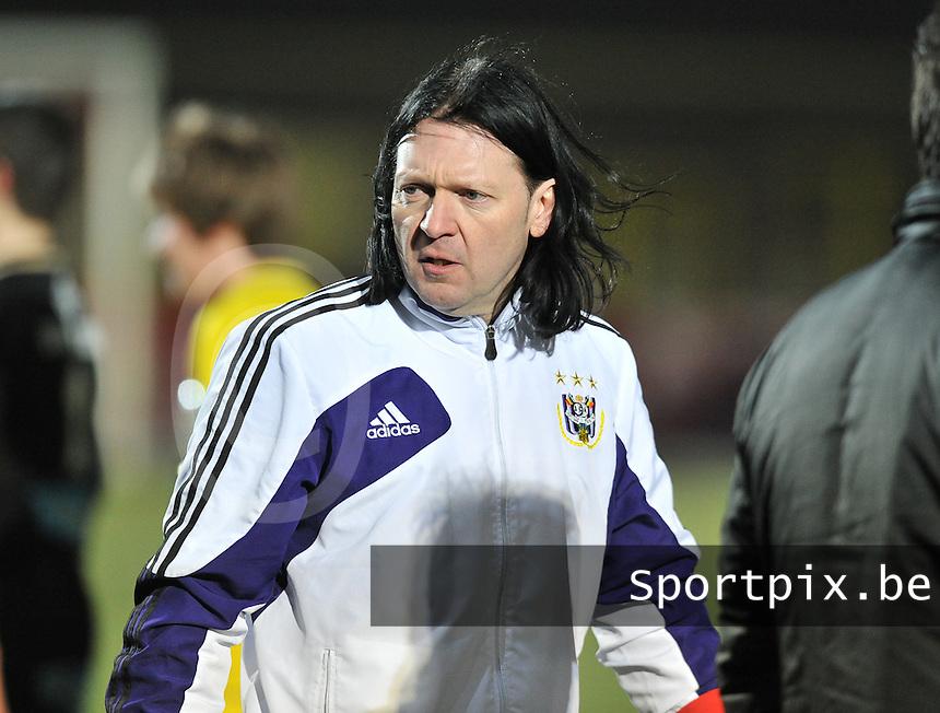 Waasland Beveren Sinaai Girls - RSC Anderlecht : Filip De Winne.foto DAVID CATRY / Nikonpro.be