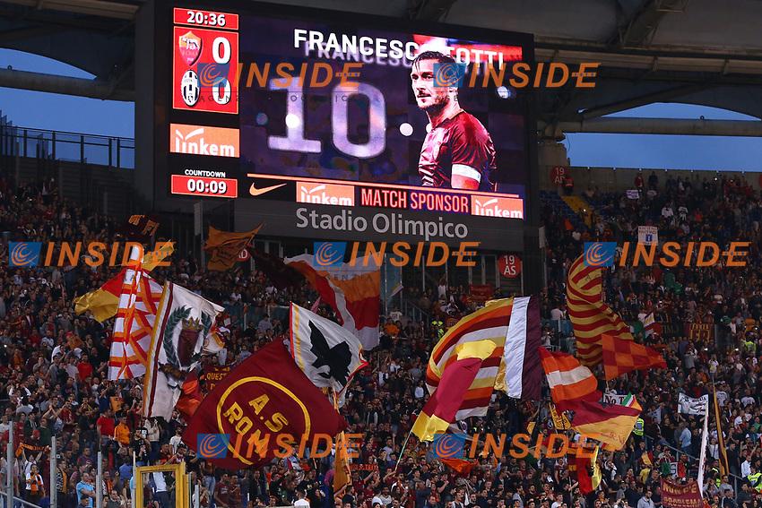 Francesco Totti Roma e i Tifosi<br /> Roma 14-05-2017  Stadio Olimpico <br /> Campionato Serie A AS Roma - Juventus<br /> Foto Cesare Purini / Insidefoto