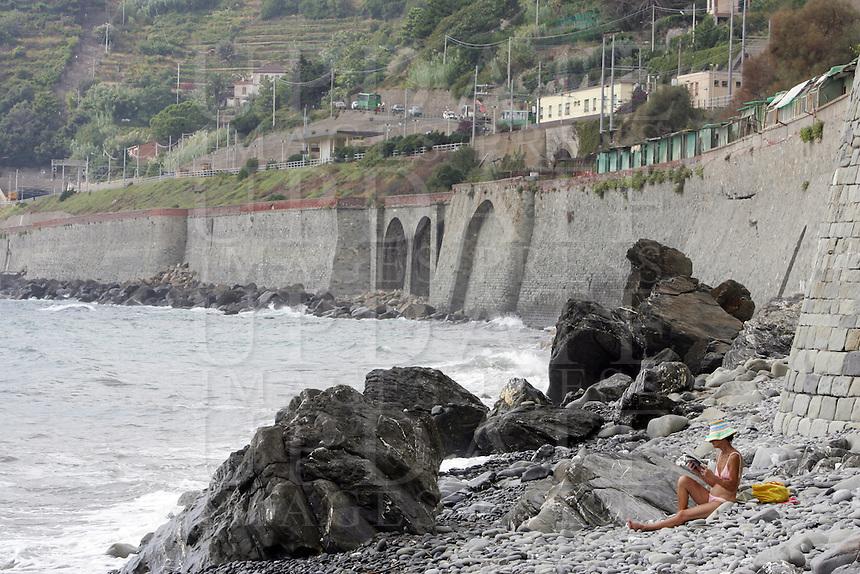 Una spiaggia tra Manarola e Corniglia, alle Cinque Terre.<br /> Beach between Manarola and Corniglia, at the Cinque Terre.<br /> UPDATE IMAGES PRESS/Riccardo De Luca