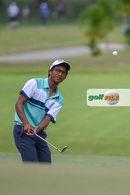 Kartik SHARMA (IND) chips on to 16 during Rd 3 of the Asia-Pacific Amateur Championship, Sentosa Golf Club, Singapore. 10/6/2018.<br /> Picture: Golffile   Ken Murray<br /> <br /> <br /> All photo usage must carry mandatory copyright credit (© Golffile   Ken Murray)