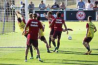 Szabolcs Huszti (Eintracht Frankfurt) trifft per Kopfball beim Fußball-Handball - Eintracht Frankfurt Training, Commerzbank Arena