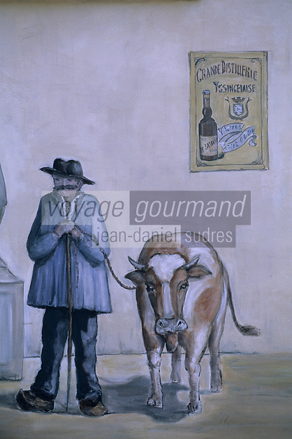 """Europe/France/Auvergne/43/Haute-Loire/Yssingeaux: Mur peint en hommage à la distillerie Yssingeaise créée en 1883 qui produit l'apéritif local """"Le Batavia"""" à base de gentiane"""