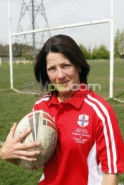 Pix: Simon Wilkinson/SWpix.com England Womens Rugby League squad session training at Leeds Rugby Academy. 03/05/2008..copyright picture>>simon wilkinson>>07811 267 706>>.Brenda Dobek coach