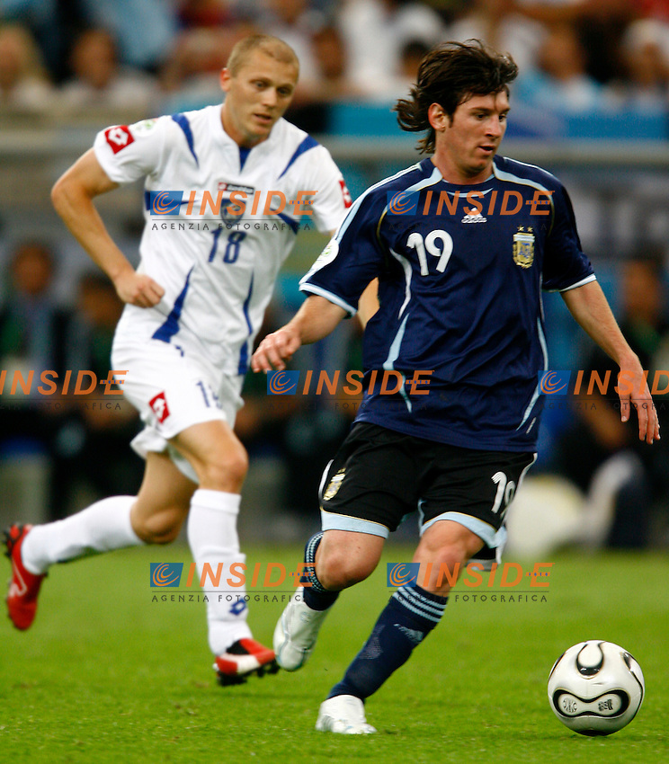 Gelsenkirchen 16/6/2006 World Cup 2006.Argentina Serbia & Montenegro 6-0.Photo Andrea Staccioli Insidefoto.Lionel Messi Argentina Zvonimir Vukic Serbia
