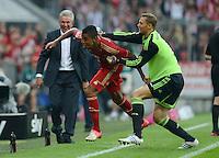 FUSSBALL   1. BUNDESLIGA  SAISON 2012/2013   2. Spieltag  02.09.2012 FC Bayern Muenchen - VfB Stuttgart       JUBEL FC Bayern nach dem Tor zum 3-1;  Torwart Manuel Neuer (re) umarmt  Torschuetze Luiz Gustavo