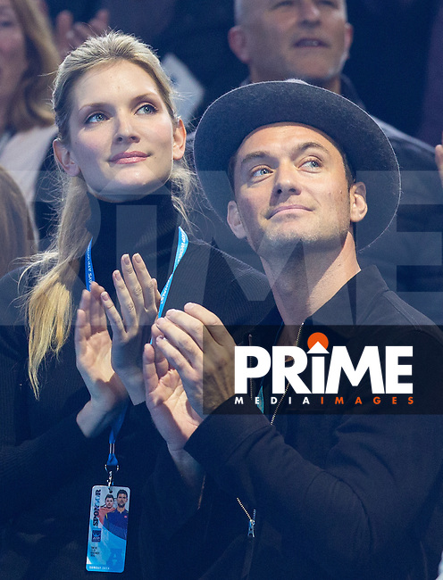 Actor Jude Law and his girlfriend Phillipa Coan applauds Andy Murrays victory as Celebrities attend the 2016 ATP Final match between Andy Murray & Novak Djokovic at the O2, London, England on 20 November 2016. Photo by Andy Rowland.