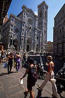Italien, Toskana, Florenz, Touristen vor Dom, Unesco-Welterbe, Unesco-Weltkulturerbe