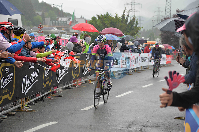 Riders make their way to sign on before the start of Stage 16 of the 2014 Giro d&rsquo;Italia running 139km from Ponte di Legno to Val Martello, which climbs the Gavia, Stelvio and Val Martello passes. The Stelvio at 2758m is the &lsquo;Cima Coppi&rsquo; or highest point of the 2014 Giro, Italy. 27th May 2014.<br />
