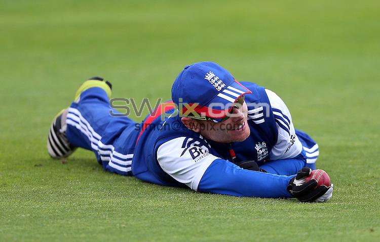 PICTURE BY VAUGHN RIDLEY/SWPIX.COM - Cricket - England v New Zealand, 2nd Test - England Nets - Headingley, Leeds, England - 22/05/13 - England's Ian Bell makes a catch.