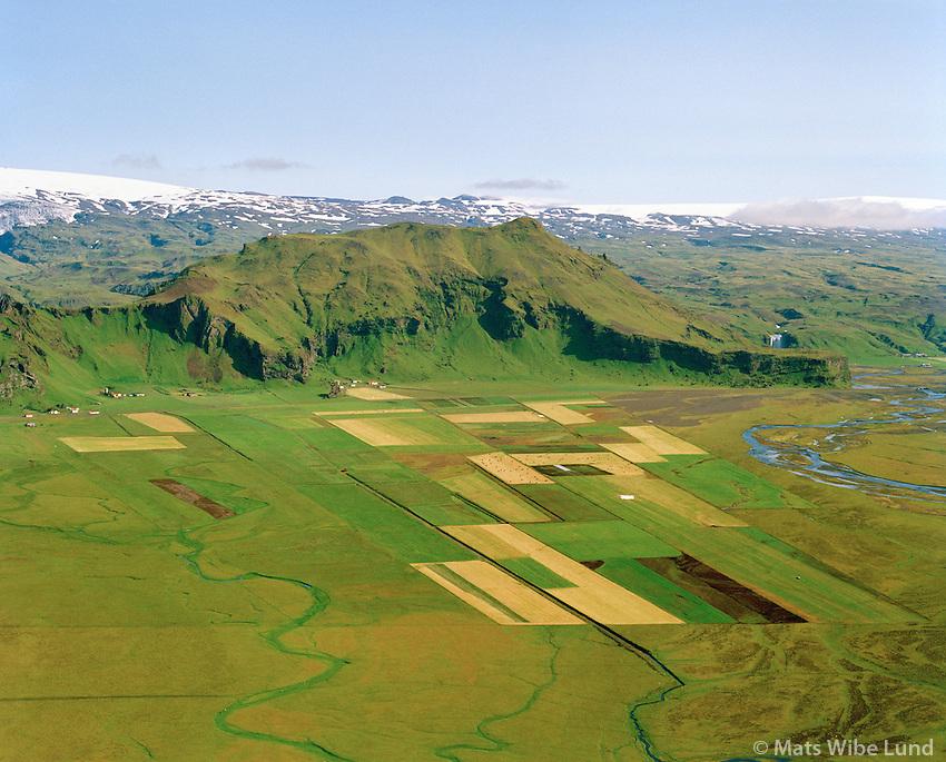 Drangshlíð og Skarðshlíð séð til norðurs, Eyjafjallajökull í bakgrunni, Rangárþing eystra áður Austur-Eyjafjallahreppur / Drangshlid and Skardshlid viewing north, Eyjafjallajokull in background, Rangarthing eystra former Austur-Eyjafjallahreppur.