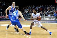 GRONINGEN - Basketbal, Donar - Landstede Zwolle, Martiniplaza,  Dutch Basketball League, seizoen 2017-2018, 12-11-2017,  Donar speler Teddy Gipson in duel met Landstede speler Freek Vos