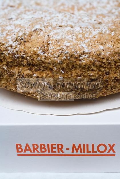 """Europe/France/Aquitaine/64/Pyrénées-Atlantiques/Saint-Jean-Pied-de-Port: """"L'Idéal Chaumontais"""" gâteau cousin du Russe ou du Succés, meringue aux amandes et creme au beurre pralinée de la Patisserie Barbier-Millox """"Artizarra"""""""