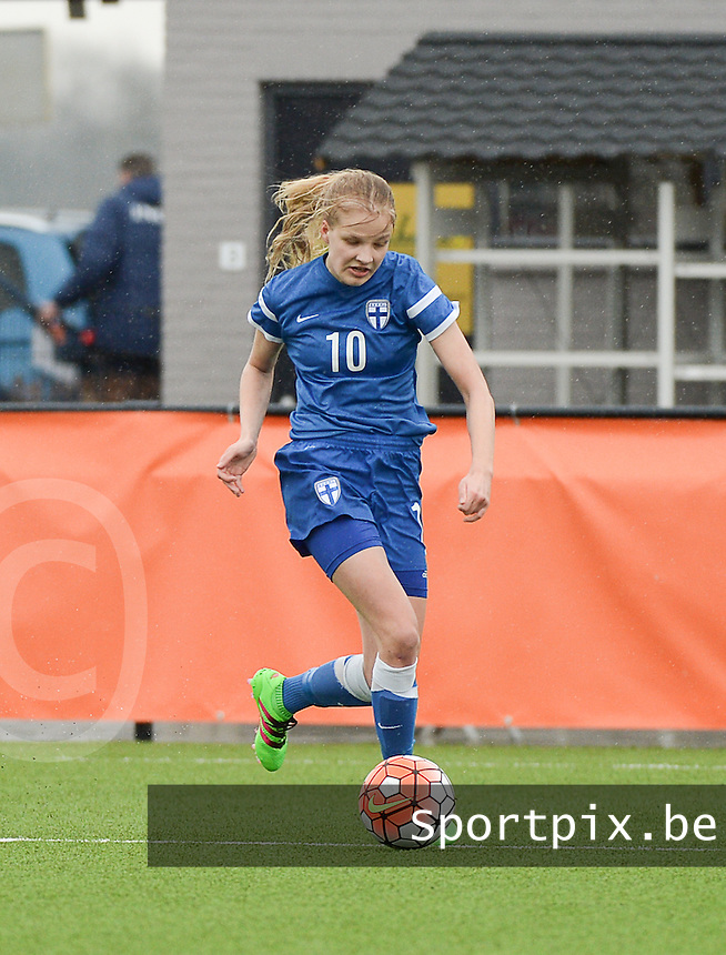 20160405  - Eibergen , NETHERLANDS : Finland's Kaisa Collin pictured during the soccer match between the women under 19 teams of Finland and Belarus , on the first matchday in group 3 of the UEFA Women Under19 Elite rounds in Eibergen , Netherlands. Tuesday 5 th April 2016 . PHOTO DIRK VUYLSTEKE / Sportpix.be