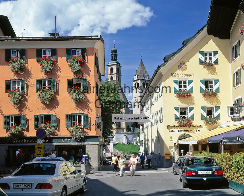 Austria, Tyrol, Kitzbuehel: Old Town with parish church St. Andrew and medieval church Liebfrauenkirche   Oesterreich, Tirol, Kitzbuehel: Altstadt mit Pfarrkirche Zum Hl. Andreas und der Liebfrauenkirche
