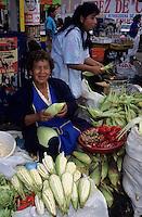 Amérique/Amérique du Sud/Pérou/Lima : Marché de Surquillo - Marchande de piments, maïs blanc et gingembre frais