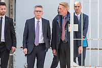 Bundesinnenminister Lothar de Maiziere (links) besucht die Stasi-Gedenkstaette in Berlin-Hohenschoenhausen.<br /> Am Montag den 4. September 2017 besuchte der Bundesinnenminister die Stasi-Gedenkstaette in Berlin-Hohenschoenhausen. Er wurde am Eingangstor vom Gedenkstaettendirektor Hubertus Knabe (rechts im Bild) begruesst und besichtigte im Anschluss das ehemalige Kellergefaengniss des sowjetischen und des DDR-Staatssicherheitsdienstes. Danach nahm er an einem Schuelerseminar zum Thema Linksextremismus mit einer Gruppe Schuelerinnen und Schueler der 9. und 10. Klasse der Gesamtschule Obersberg aus Bad Hersfeld teil.<br /> 4.9.2017, Berlin<br /> Copyright: Christian-Ditsch.de<br /> [Inhaltsveraendernde Manipulation des Fotos nur nach ausdruecklicher Genehmigung des Fotografen. Vereinbarungen ueber Abtretung von Persoenlichkeitsrechten/Model Release der abgebildeten Person/Personen liegen nicht vor. NO MODEL RELEASE! Nur fuer Redaktionelle Zwecke. Don't publish without copyright Christian-Ditsch.de, Veroeffentlichung nur mit Fotografennennung, sowie gegen Honorar, MwSt. und Beleg. Konto: I N G - D i B a, IBAN DE58500105175400192269, BIC INGDDEFFXXX, Kontakt: post@christian-ditsch.de<br /> Bei der Bearbeitung der Dateiinformationen darf die Urheberkennzeichnung in den EXIF- und  IPTC-Daten nicht entfernt werden, diese sind in digitalen Medien nach §95c UrhG rechtlich geschuetzt. Der Urhebervermerk wird gemaess §13 UrhG verlangt.]