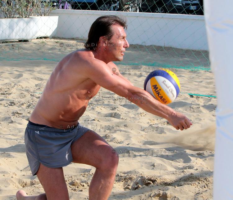 Antonio Conte, Trainer of the italian team soccer, during his holiday playing beach volley in Pescara, Abruzzo, on July, 2015. Photo: Di Loreto/Lattanzio/BuenaVista*Photo