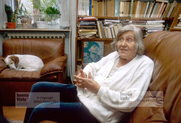 - the astronomer Margherita Hack in its house in Trieste (October 1996) ....- l'astronoma Margherita Hack nella sua casa a Trieste (ottobre 1996)