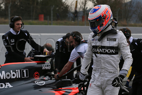 24.02.2016. Circuit de Catalunya, Barcelona, Spain. Day 3 of the Spring F1 testing and new car unvieling for 2016-17 season.  McLaren Honda MP4-31 – Jenson Button stops in pit lane