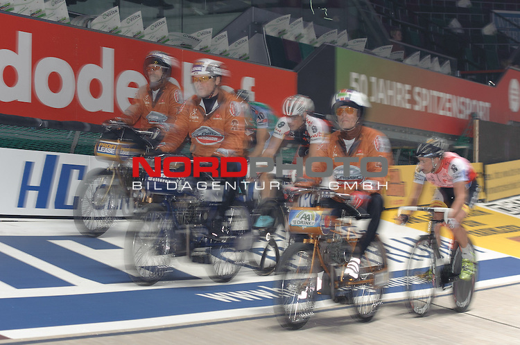 11.01.2014, &Ouml;VB Arena, Bremen, GER, Sixdays Bremen, im Bild Luke Roberts (Team Karstadt Sport #10), Robert Bartko (Team swb #9), Wim Stroetinga (Team Sparkasse Bremen #6)<br /> <br /> Foto &copy; nordphoto / Frisch