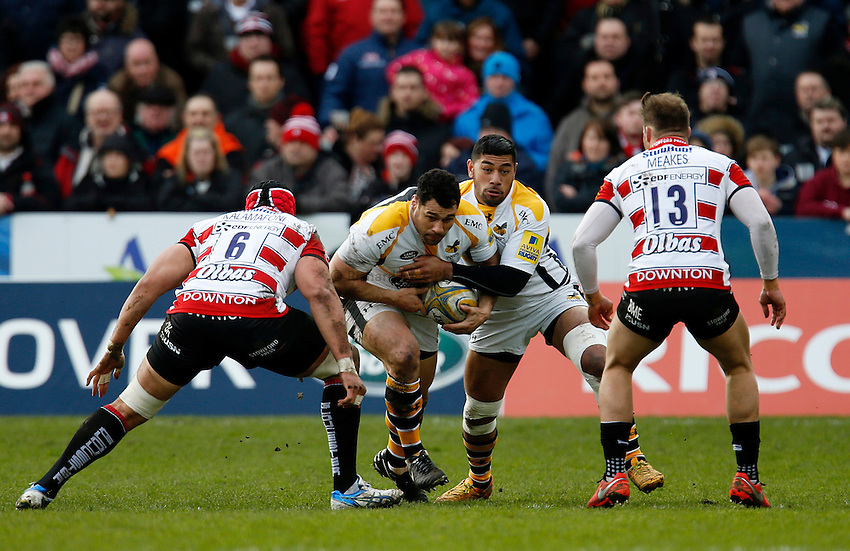 Photo: Richard Lane/Richard Lane Photography. Gloucester Rugby v Wasps. Aviva Premiership. 05/03/2016. Wasps' George Smith attacks with Charles Piutau in support.